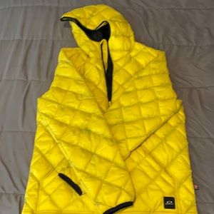 Oakley Yellow Quilted Hooded Winter Jacket (Lrg)